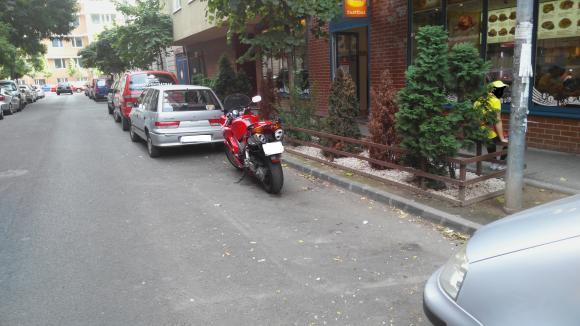 Soha ne parkolj az útba