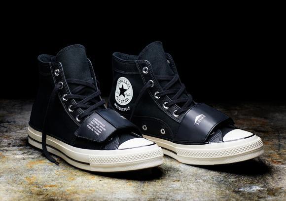 Motorozásra kialakított Converse All Stars cipő
