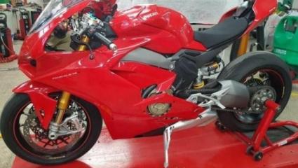 A Ducati bekeményít! 1103 cm3 - 210+ Lóerő