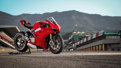 Ducati Panigale V4, az első 4 hengeres sorozat