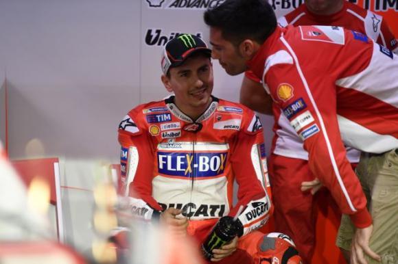 Katar teszt 1 nap : Dovizioso az élen, Marquez kétszer esik