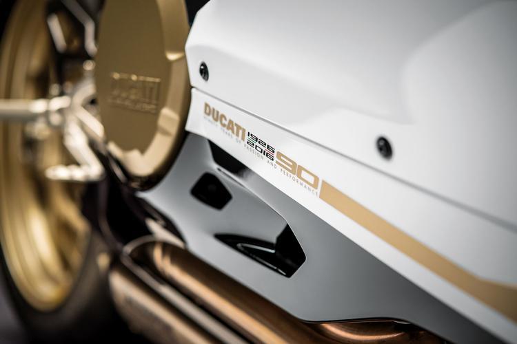 Ducati Stile könyv több mint 150 fotóval