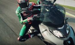 Milyen ha két MotoGp pilóta robogóval versenyez?