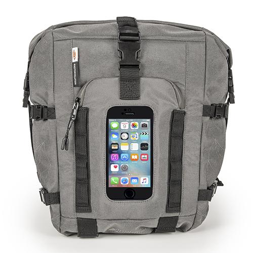 Egy ötletes táska mely hátizsák formát ölt de használhatjuk tanktáska ként  is. A motorhoz rögzítéséhez 46d0bcbfb9