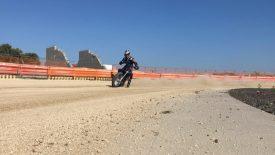 Sebestyén Peti kipróbálta a flat track motorozást