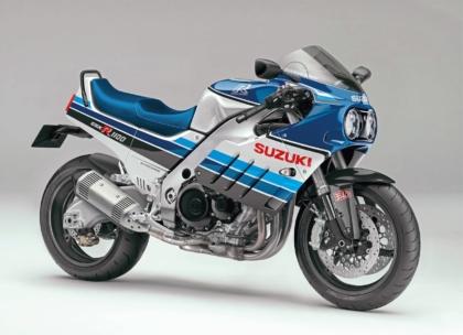 Suzuki GSX R 1100 – ébredezik a múlt