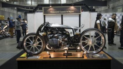 A CUSTOM WORKS ZON japán motorépítő műhely egy vadonatúj boxermotor prototípussal szerelt motorkerékpárt mutatott be
