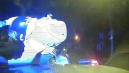 Elgázolják a robogóval menekülő bünőzőket az angol rendőrök
