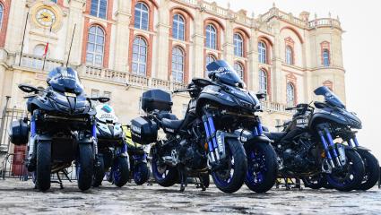 A Yamaha Niken lesz a hivatalos motorkerékpár, a Girod'Italia, Tour de France és Vuelta versenyeken.