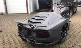 Az év őrültsége : fél motor és fél Lamborghini Aventador
