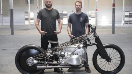"""The Revival Birdcage"""": a Revival Cycles különleges egyedi motorkerékpárja."""