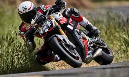 Vezeti a kategóriáját a Pikes Peak-en a Ducati V4 Streetfighter