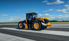 Guy Martin visszatért egy 7 literes dízel traktorral, 167 km/h-val