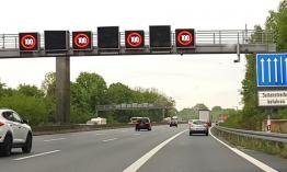 Megnyithatják az autópályák leállósávjait