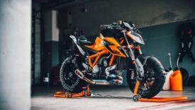 """KTM 1290 SUPER DUKE: jön az """"RR"""" verzió"""
