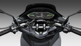 Új Honda PCX125 - nagyobb csomagtér, kulcs nélküli indítás