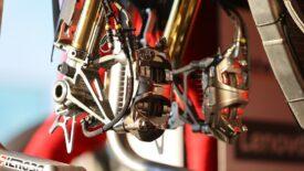 Hűtőbordás féknyerget tesztelt a Brembo az SBK-ban