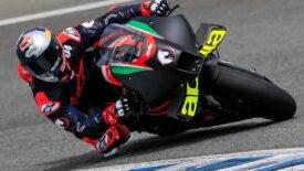 Dovi kipróbálta az Aprilia MotoGP motorját